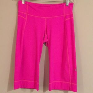 🌸🌸 Lululemon athletic capris HOT pink Sz SMALL